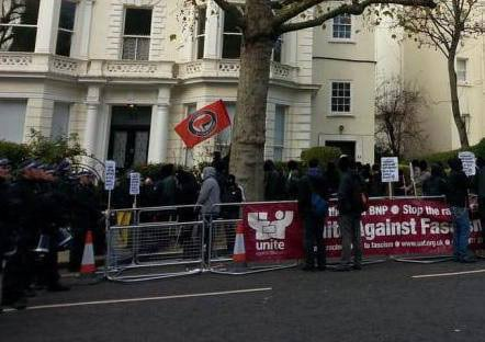 Lone antifascist flag behind UAF banner and police line – why?
